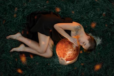 Venus held by beauty